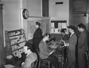 Journalistes et rédacteurs à Radio-Canada/CBC à Montréal en 1944.